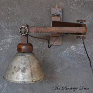 Industriële wandlamp Nr. 4