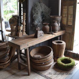 Sidetable van oud hout