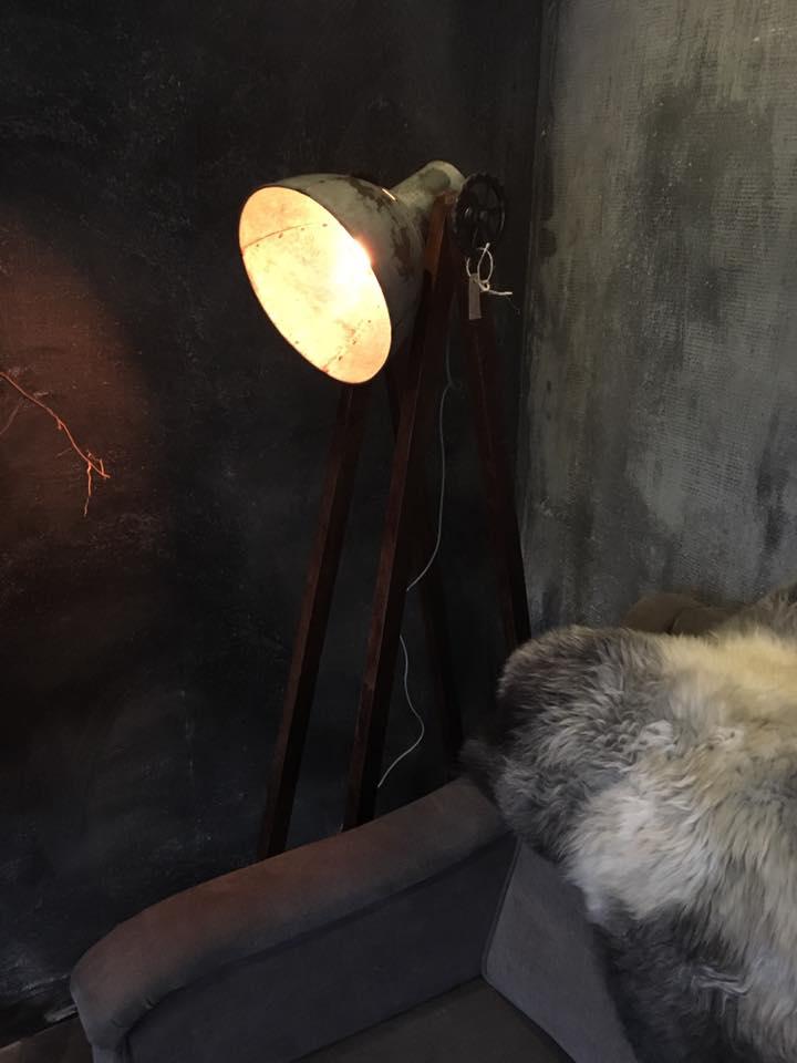 Een landelijke vloerlamp staande lamp shop je bij met for Landelijke lampen