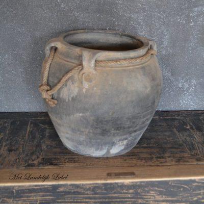 Oude pot met touw