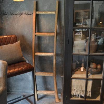 Ladder L